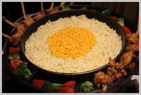 本格的な味なのにかわいい!ハートのもつ鍋はSNS映え必須な鶏料理の店