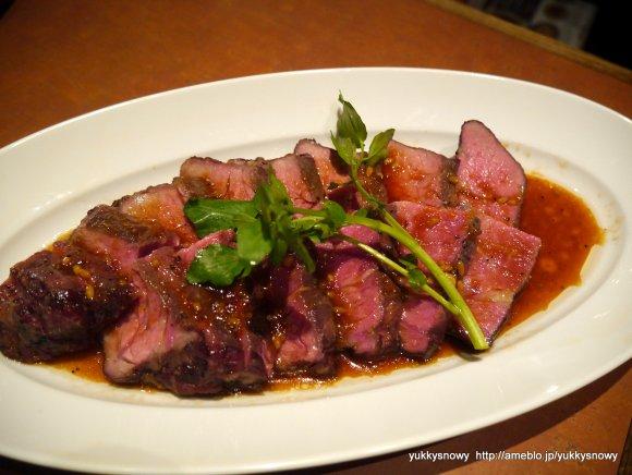 極上ローストビーフは何としても食べたい!原価でワインが飲める肉バル