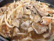 1人1コンロ!?650円で自分好みの鍋や鉄板焼きが楽しめる食堂