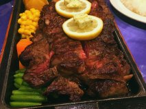 200g~1キロまで注文可!下町の老舗ステーキハウスで塊肉ステーキ!