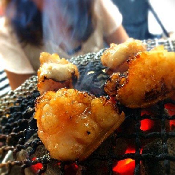 ガッツリ食べても安心価格!昼飲みもできる人気炭火焼「ホルモンまさる」