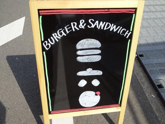 遠くても行くべき!行列店並みのグルメバーガーを穴場カフェで