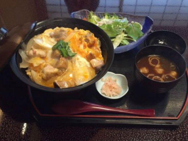 かしわ一筋50年!老舗料亭で味わう名古屋コーチンの極上親子丼がすごい