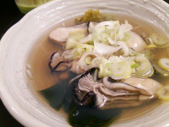 全品300円均一!新橋の立飲み屋で冬限定の牡蠣と白子が登場