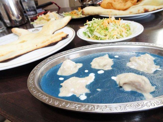 テレビや雑誌でも話題!衝撃の「青いカレー」が美味しい本格インド料理店