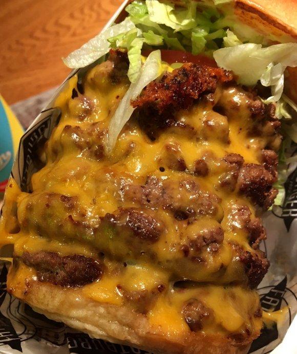 ど~んとパティ500g以上のデカ盛りハンバーガーが食べられるお店3軒