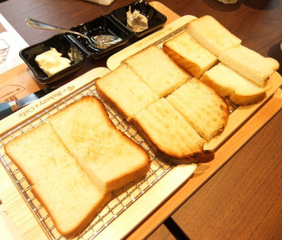 都内初出店の人気店に老舗ベーカリーも!こんがりふんわりな絶品トースト