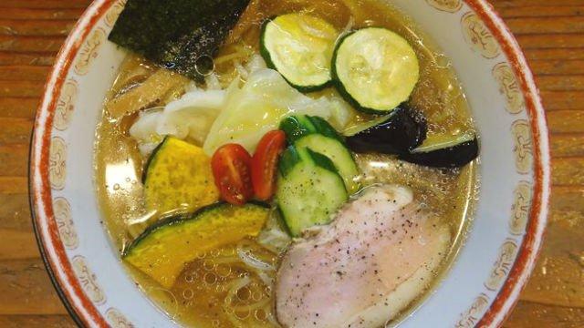 金沢の人気店『神樂』渾身の一杯!5種類の夏野菜が乗った冷やしラーメン