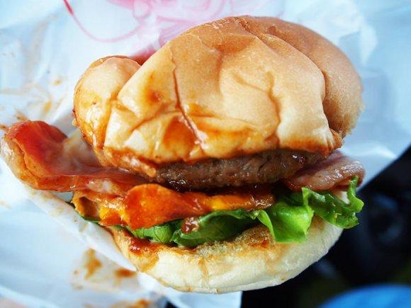 長崎和牛100%パティとベーコンが肉厚!精肉店の絶品佐世保バーガー