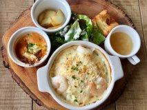 丸太のプレートが可愛い!ひとつひとつの料理が美味しい癒し系カフェ