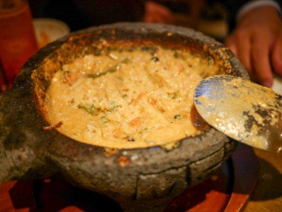 グツグツ煮えたチーズ鍋は癖になる!お得なコースでメキシカンな宴会を
