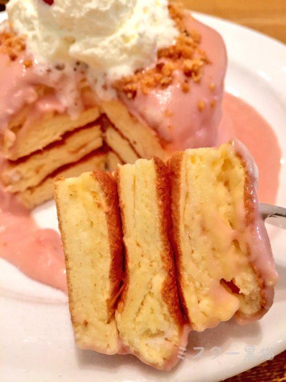 仏産濃厚ストロベリークリームパンケーキに気分はプリンセス!