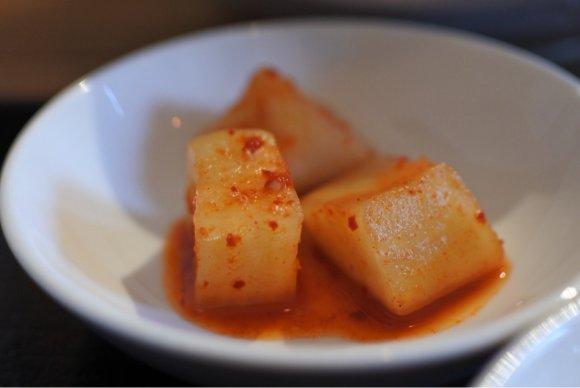 青唐辛子入りで、ひんやり辛~い!韓国冷麺とビビン麺ランチが旨い店