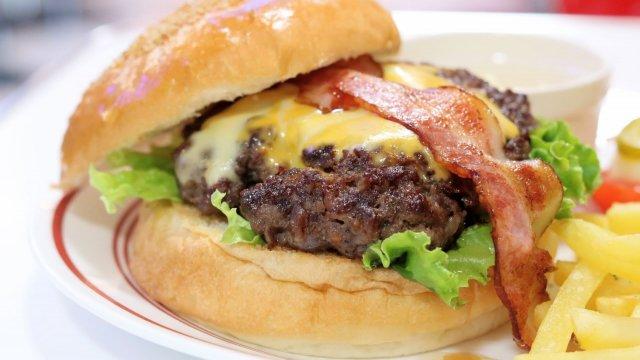 粗挽きで肉々しい食感のハンバーガー!常滑に誕生したアメリカンダイナー