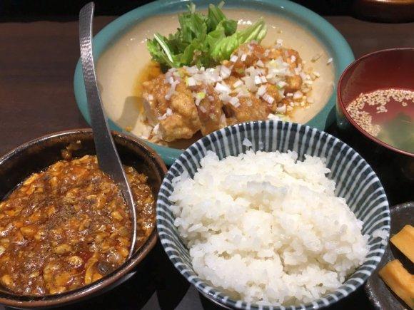 これで1000円はお得!本格麻婆豆腐と日替りおかずがセットの中華定食