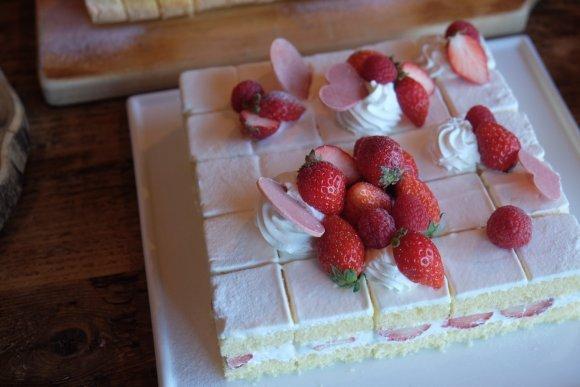 夢のケーキ食べ放題も!行けば幸福感に包まれる極上の食べ放題5選