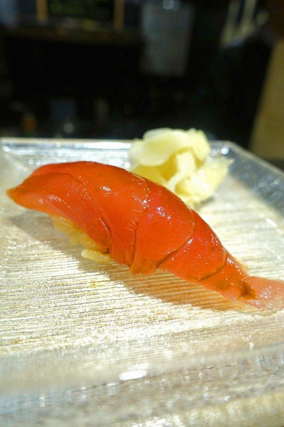 新鮮なマグロの握りが一貫90円!?価格破壊をおこした人気の寿司バル