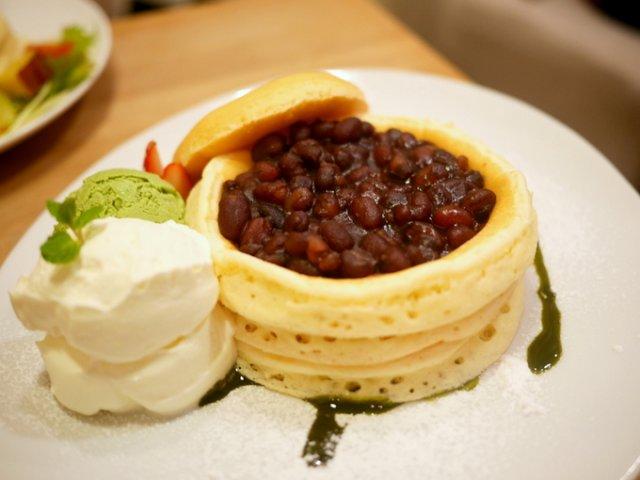 人気パンケーキ店の限定品は小豆&塩生クリームが相性抜群!
