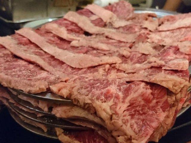 行列しても行く価値あり!「お皿4枚重ねの肉マウンテン」を完食せよ!!