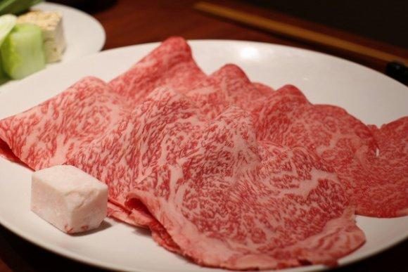たまには贅沢に!お肉屋さんだから仕入れられる最高グレードのすき焼きを