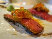 人気銘柄が50種以上揃う!銀座で肉と日本酒をリーズナブルに楽しめる店