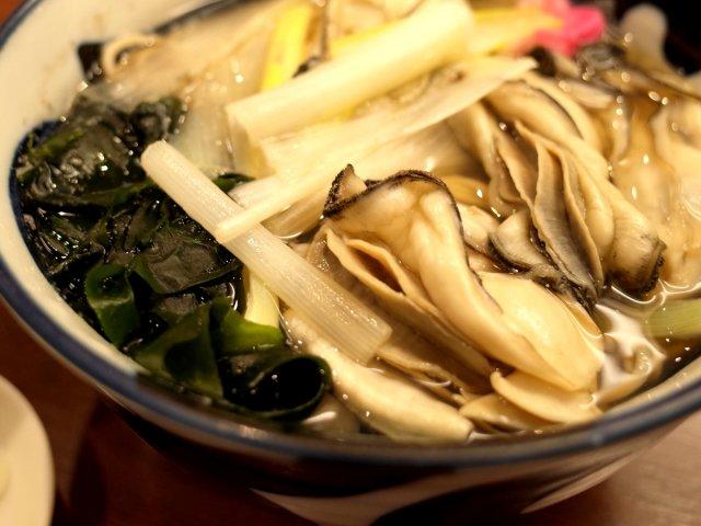 グラマラスな牡蠣と選べる汁!銀座の老舗そば店の絶品「牡蛎南ばん」!