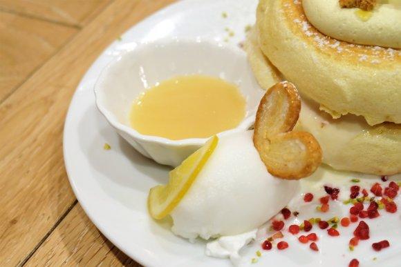 これがパンケーキなの!?ふわふわとろけるレモンづくしのパンケーキ