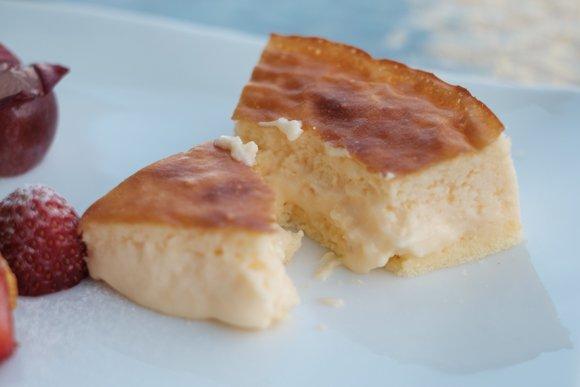 とろ~り半熟をダブルで楽しめる!プリンも美味しいチーズケーキ専門店