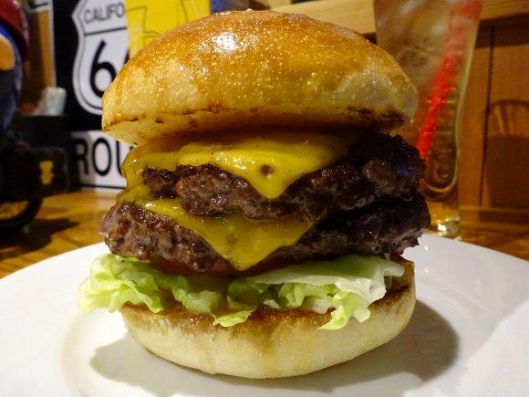 圧倒的な旨味に感動!最高級ブランド佐賀牛の贅沢ハンバーガー