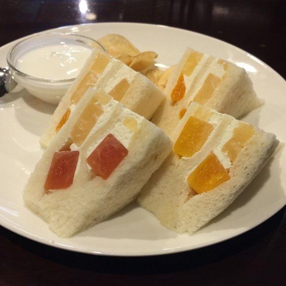 【保存版】大阪市内でフルーツサンドを食べるなら!パン通おすすめの6軒