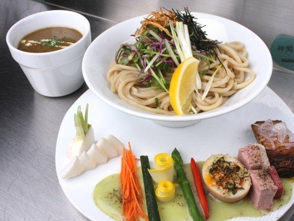 自家製麺つけ麺、5種盛パンケーキ、牡蠣!今週の人気記事7選