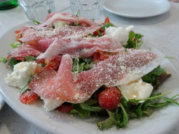 平日のランチなら気軽に!世界一の技を目の前で楽しめる有名ピッツェリア