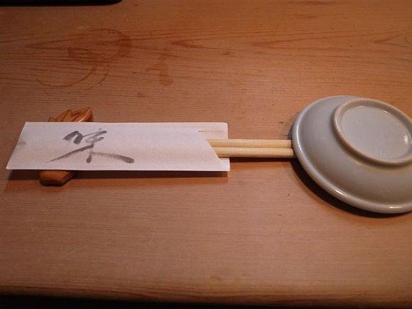 丼を覆い尽くすマグロのじゅうたん。赤坂イチオシの鉄火丼!