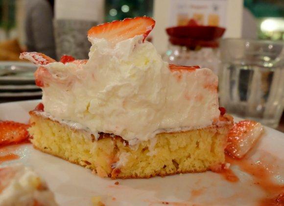 食べたら必ず虜に!毎年大人気のいちごのレアチーズパンケーキ