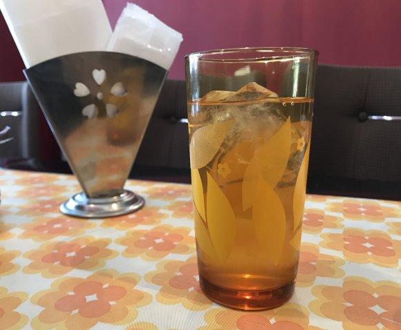こだわりのソフトクリームを使ったパフェが人気!レトロな新店カフェ