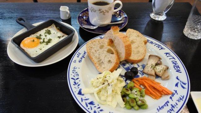 これで500円!手で焙煎した珈琲と自家製パン、手作り前菜のモーニング