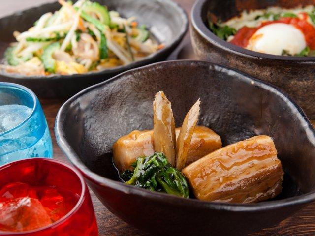 とろっとろラフテーはおかわり必須!2980円で沖縄料理70種食べ放題