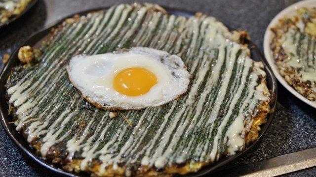 ふわふわ生地がとにかくウマい!福岡で食べる関西風お好み焼き