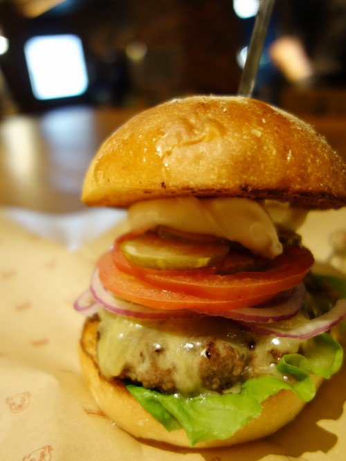 N.Y.発!旨味とジューシーさが溢れるオーガニックビーフハンバーガー