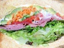 野菜がぎっしり!話題の盛り盛りサンドイッチが人気のカフェ