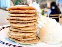 衝撃の12枚重ね!一度は食べてみたい夢のパンケーキタワー