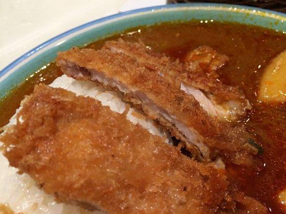 カレーは飲み物!新宿の老舗で味わう唯一無二のサラサラカレー
