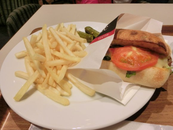 都内初上陸!フランスの国民的ベーカリーカフェがオープン