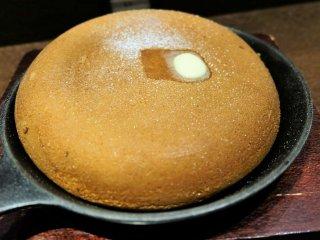 懐かしい味に感動!一人でのんびりできる店のふっくらほかほかパンケーキ