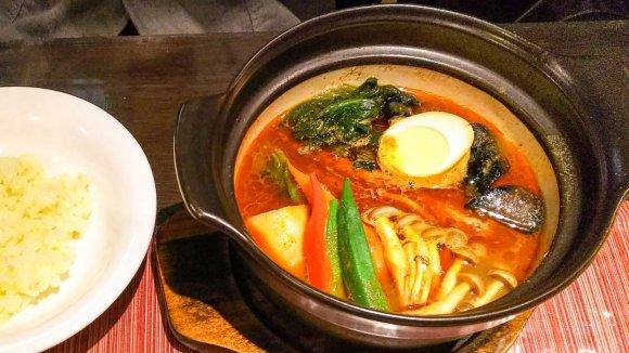 寒い日にぴったり!20年愛され続ける土鍋でグツグツ熱々なスープカレー
