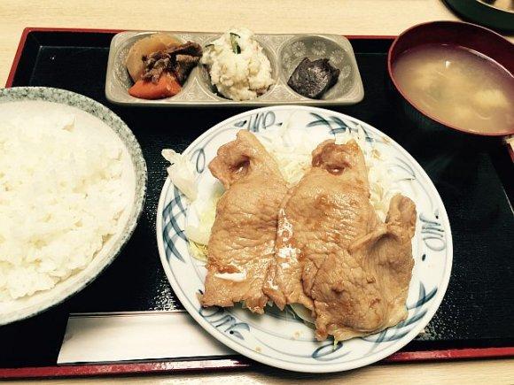 定食のド定番豚肉の生姜焼き。赤坂で食べる生姜焼き定食3選
