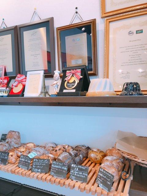 【ブーランジェリーヤナガワ】お客さんが絶えない本格バゲットが自慢の店