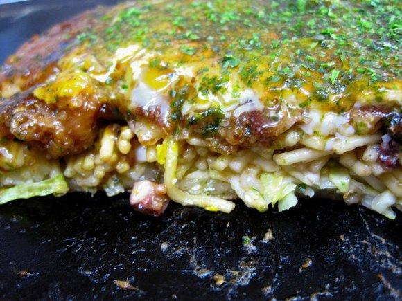 昔懐かしの味!関西風と違った関西風民家お好み焼き屋のススメ