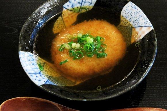 昼はうどんだけ、夜は蕎麦だけ!極上の自家製麺を地酒と楽しめる麺類食堂