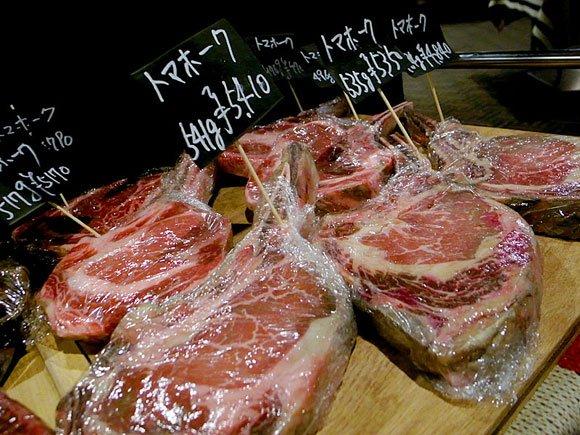ガッツリ肉が食べたい日に!肉汁したたるトマホークステーキを